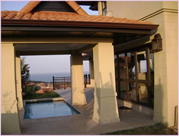 Zimbali Holiday Home's Acaciawood villa has a splash pool, which has a wonderful view of the Indian Ocean